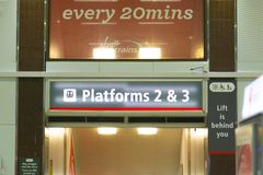 Birmingham het UK - 03 03 19: Het internationale station van Birmingham onder de luchthaven stock afbeeldingen