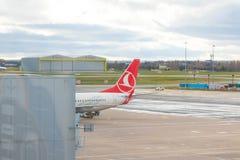Birmingham het UK - 03 03 19: Van het de Luchthaventarmac van Birmingham de poortenvliegtuig royalty-vrije stock afbeelding