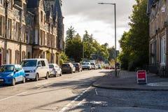 Birnam美丽的镇在Dunkeld苏格兰晴朗的早晨之前 免版税库存照片