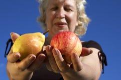 Birne oder Apfel? Stockfotografie