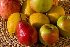 Birne und Apfel Stockbild