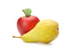 Birne und roter Apfel Lizenzfreie Stockbilder