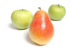 Birne und zwei grüne Äpfel Stockfotos