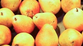 Birnen im Lebensmittelgeschäft Defocused Hintergrund Stockfoto
