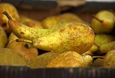 Birnen im Markt Stockfoto