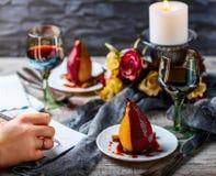 Birnen im Wein Romantisches Abendessen Lizenzfreie Stockfotografie
