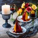 Birnen im Wein Romantisches Abendessen Stockfotografie