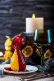 Birnen im Wein Romantisches Abendessen Stockbild