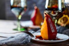 Birnen im Wein Romantisches Abendessen Lizenzfreies Stockfoto
