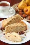 Birnen- und Haselnusskuchen Stockbild