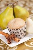 Birnen und Muffin Stockbild