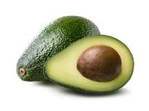 Birnenförmige Avocado halb ganz auf weißem Hintergrund stockbilder