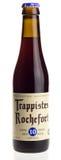 Birra belga Rochefort 10 del trappista isolato su bianco Fotografia Stock