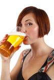 Birra bevente immagine stock