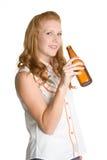 Birra bevente della donna Immagine Stock