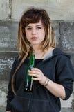 Birra bevente della ragazza rastafarian di Preety Immagine Stock Libera da Diritti