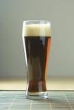 Birra con schiuma Fotografia Stock
