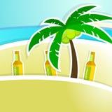 Birra con schiuma sul contatore della barra Ricorso tropicale Immagini Stock