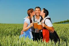 Birra del Dirndl più oktoberfest Fotografia Stock Libera da Diritti