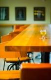 Birra del mestiere nel pub Fotografie Stock
