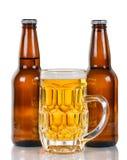 Birra di recente versata pronta a bere Immagini Stock