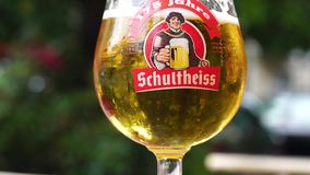 Birra di Schultheiss video d archivio