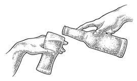 Birra di versamento del dito maschio dalla bottiglia in vetro La creazione di Adam illustrazione vettoriale