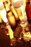 Birra dorata sul contatore Immagine Stock Libera da Diritti