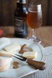 Birra e formaggio Fotografie Stock Libere da Diritti