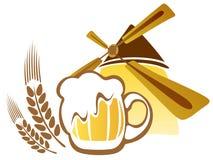 Birra e mulino a vento Fotografie Stock Libere da Diritti