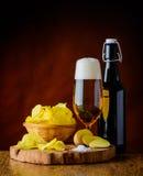Birra e patatine fritte Immagini Stock Libere da Diritti