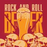 Birra e rotolo della roccia n Fotografie Stock