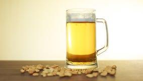 Birra e spuntini immagini stock