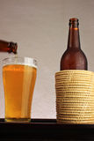 Birra fredda sulla tabella. Immagine Stock