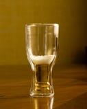 Birra fresca leggera in vetri, su una tavola di legno Fotografia Stock