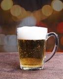 Birra ghiacciata nella notte Fotografia Stock Libera da Diritti