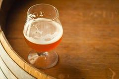 Birra inglese ambrata su un barilotto Fotografia Stock Libera da Diritti