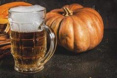 Birra inglese piccante della zucca immagine stock
