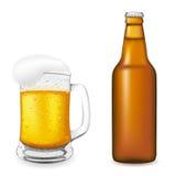 Birra nell'illustrazione di vettore della bottiglia e di vetro Fotografie Stock