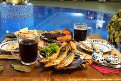 Birra, pesce e formaggio Immagine Stock