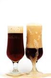 Birra scura di vetro spumosa Immagini Stock Libere da Diritti