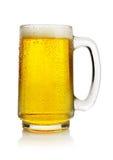 Birra in tazza fotografia stock