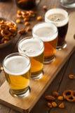 Birre assortite in un volo immagine stock libera da diritti