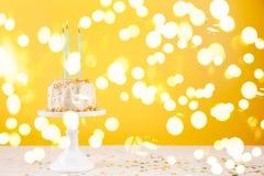 birthday cake candles illustration vector Έννοια εορτασμού γιορτής γενεθλίων στοκ φωτογραφία