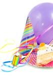 Birthdaycake com balão e flâmulas Foto de Stock