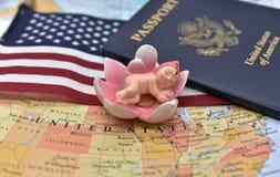 Birtright av USA-medborgarskap via födelse vid USA-konstitutionartikel 14 arkivbild
