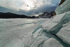 Biryusinsky-Bucht im Krasnojarsk-Reservoir im Vorfrühling lizenzfreie stockbilder