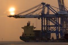 Birzebbuga, Malta 15 de dezembro de 2015: Opinião do amanhecer do porto franco de Malta Foto de Stock