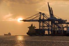 Birzebbuga, Malta 15 de dezembro de 2015: Opinião do amanhecer do porto franco de Malta Fotos de Stock Royalty Free