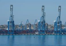 BIRZEBUGGA, może 2: ładunku port w Birzebugga, Malta, panoramiczny widok ładunku portu wczesny poranek na Maju 2, 2015 Obraz Stock